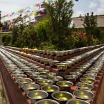 Bouddhanath: ciotole piene d'acqua in segno di offerta