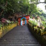 Pharping: la scalinata che porta ai templi