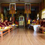 Tashiling: monaci in preghiera